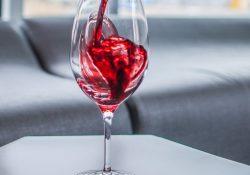 Ett glas vin lika rött som kärleken